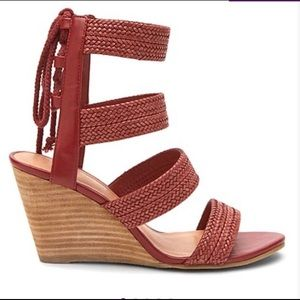 Coconuts by Matisse rust whimsy wedge sandal sz:8